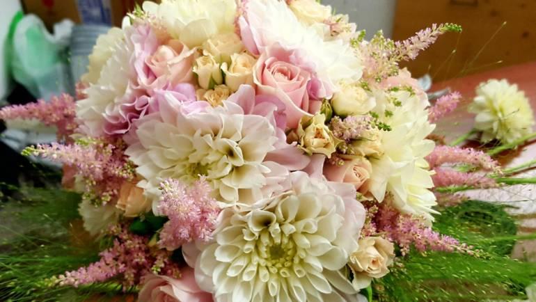 Inoltre il bouqet della sposa