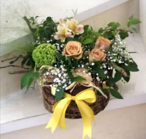 Festa della mamma composizione con fiocco giallo